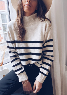Wallo sweater with black lines