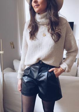 Black leather effect Como short