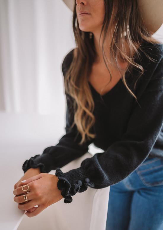 Black Heivi sweater
