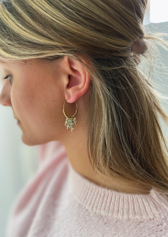 Boucles d'oreilles Zephir dorée à perles vertes