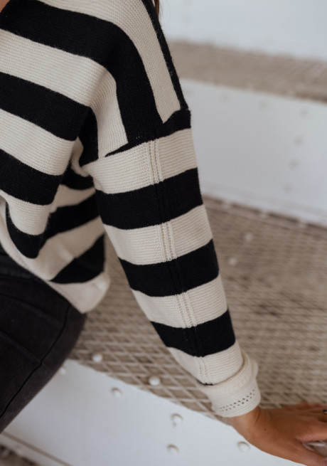 Albin sweater with beige and black lines