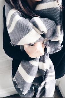 Grey scarf Ziggy